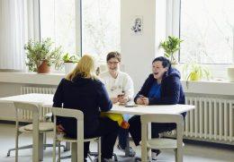 Kuscheltiere und das Therapie-Gespräch sind mit die wichtigsten Anker während des Aufenthaltes