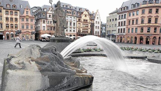 mainz lokales / Brunnen am Markt Foto: Sascha Kopp